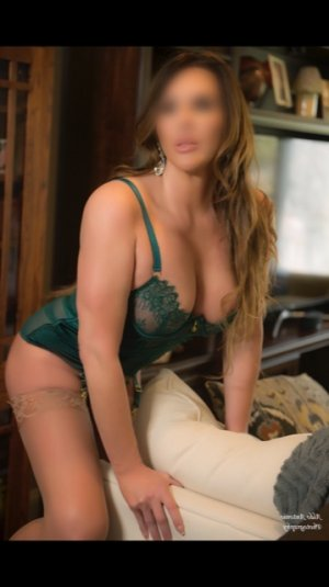 Anahi tantra massage in Spanish Fork