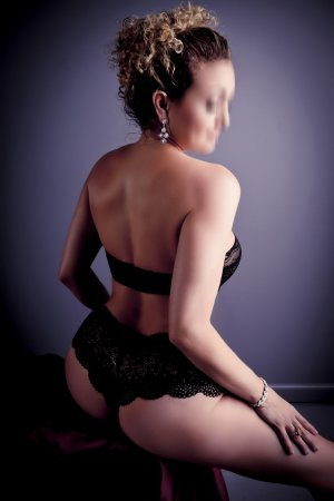 Gwendelyne nuru massage in White Oak and escort girls