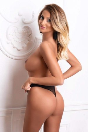 Azalia live escorts & tantra massage